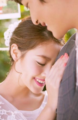 三亚旅游婚纱样照之浪漫草坪