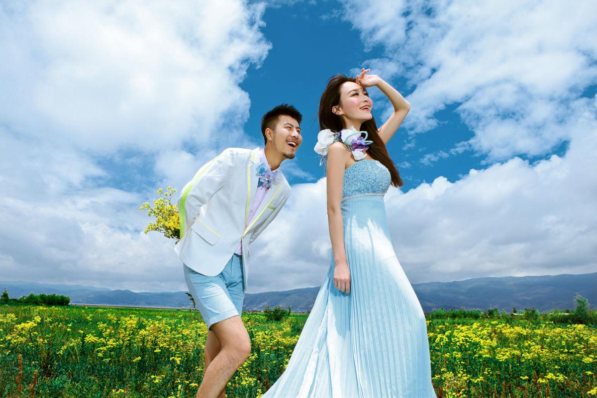 巴厘岛婚纱摄影属于海外婚纱摄影中比较流行的目的地拍摄,是最受情侣