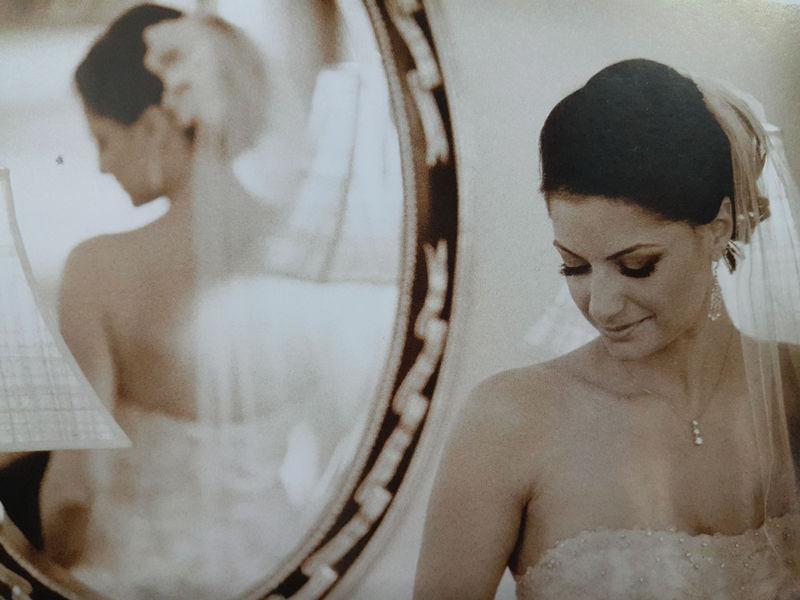 如何利用镜子映像拍摄婚纱照