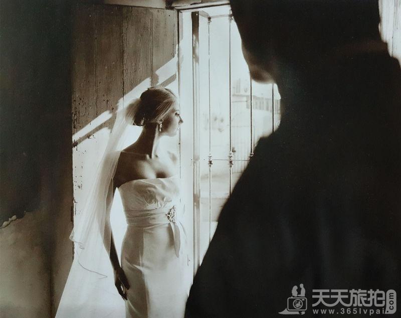 如何拍出对比剪影的婚纱照