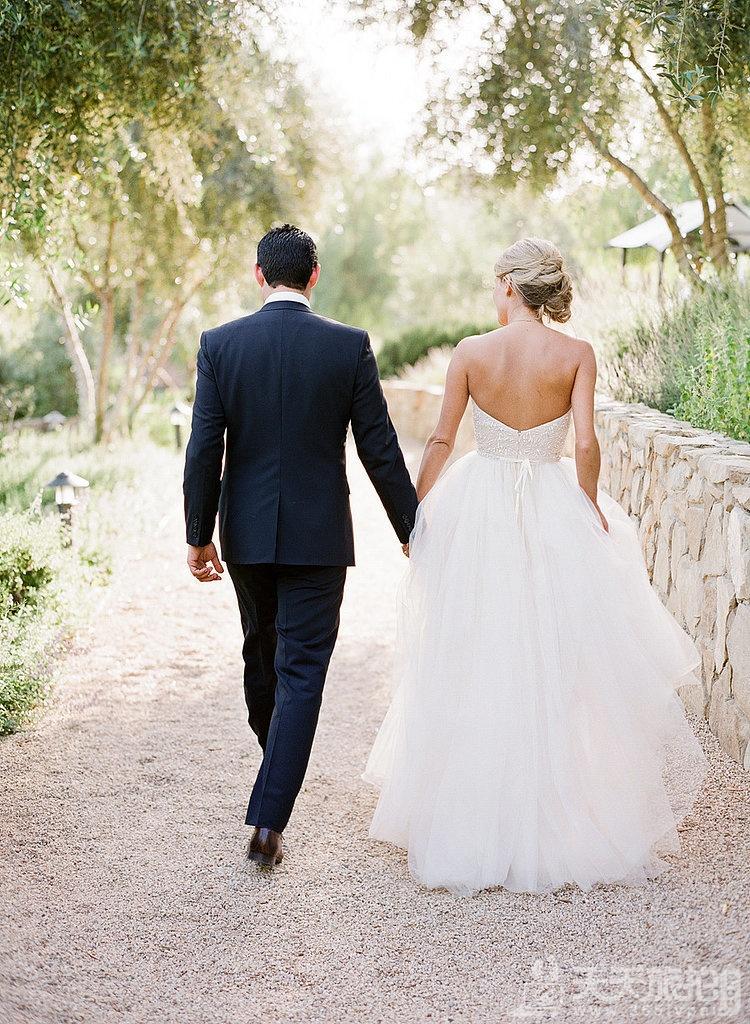 23个婚礼拍摄取景技巧 10-walking-away