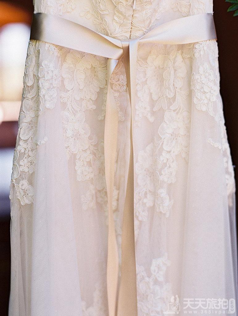 23个婚礼拍摄取景技巧 19-details-hanger