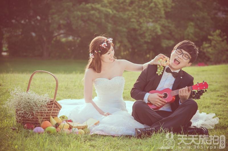 天然外景当红 24张活泼小浪漫 野餐风婚纱照