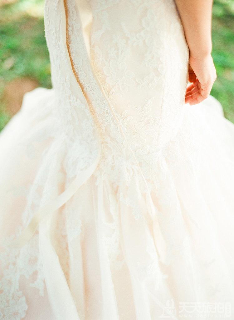 23个婚礼拍摄取景技巧 22-swell-trumpet-skirt