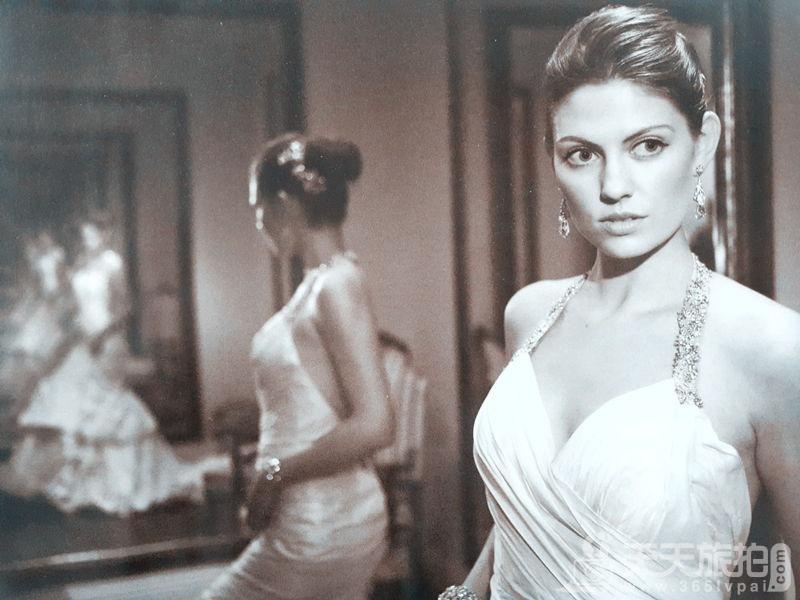 利用两面镜子拍婚纱照