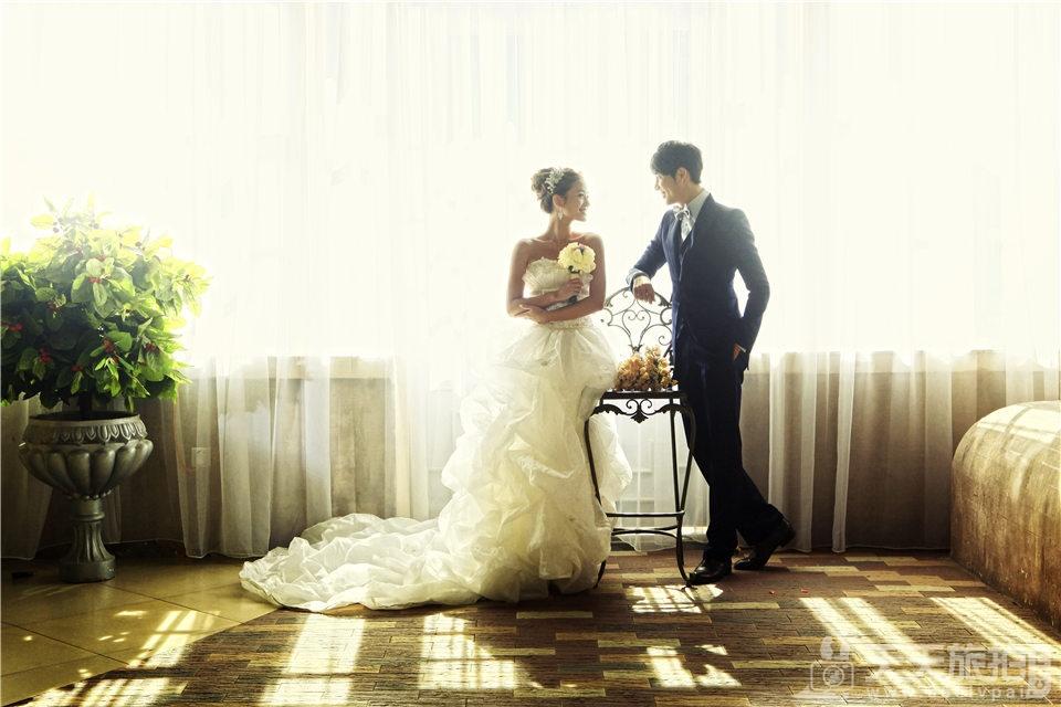 室内韩式白纱婚纱照