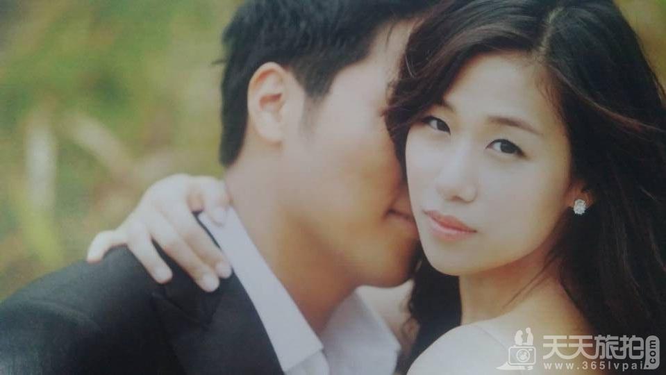 以新娘为重点的婚纱照