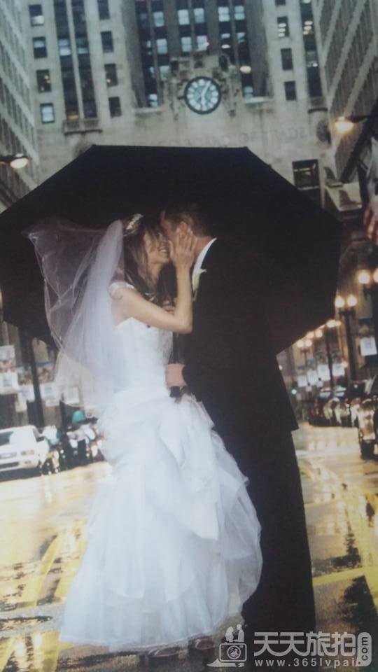 接吻婚纱照