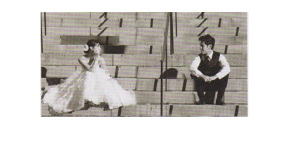天真无邪的表情姿态的婚纱照