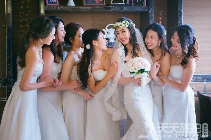 伴娘服色彩学 这样穿不但让你美上天还能衬托新娘成焦点