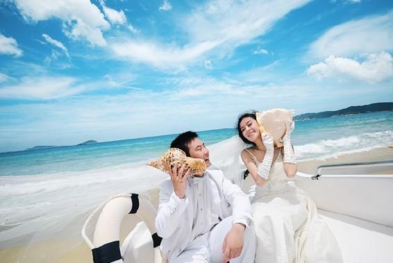 海边个性婚纱照 简单辽阔造就的美