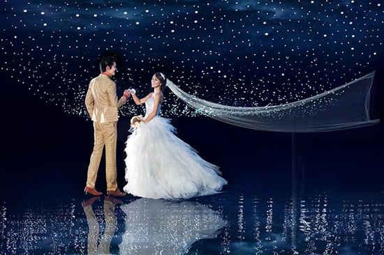 夜景烟花婚纱照怎么拍 夜景婚纱照拍摄技巧