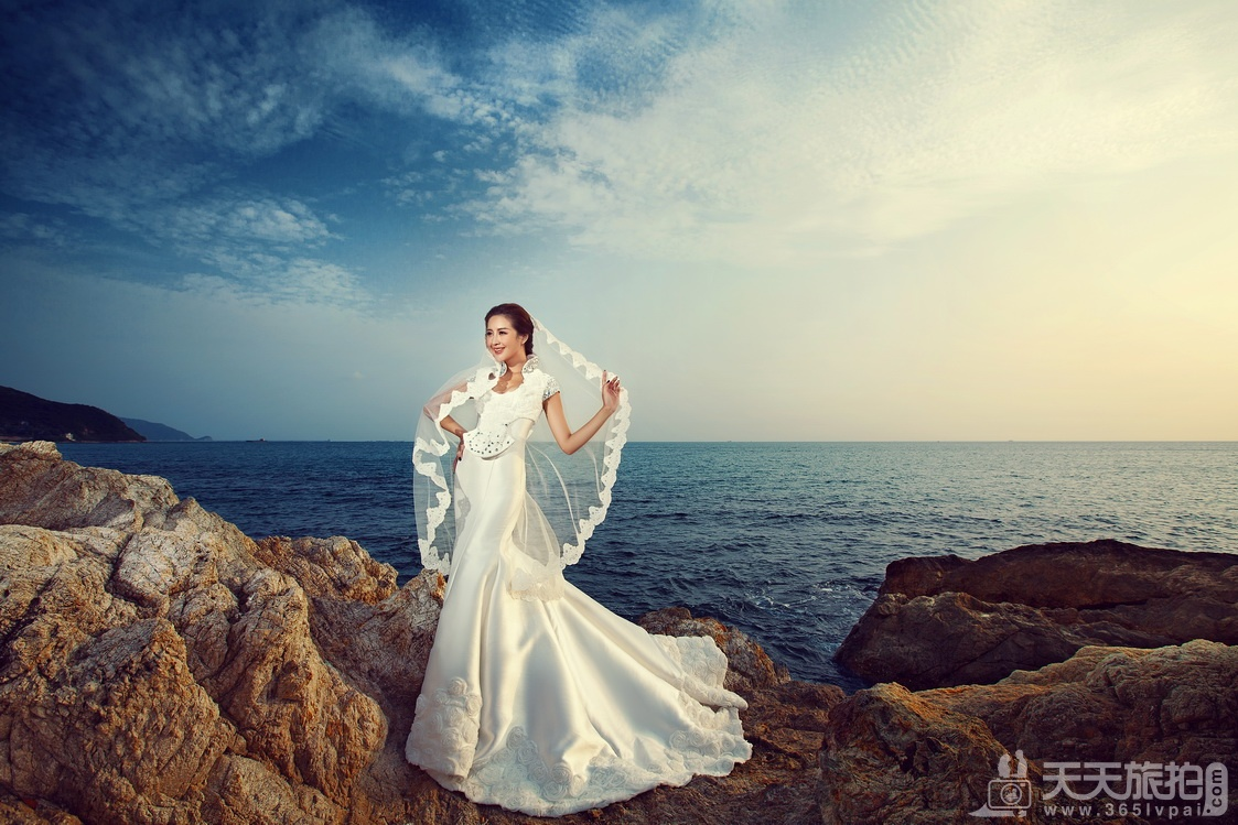 三亚拍婚纱照的地方有哪些 四个外景好地方推荐(年夜东海水晶宫礁石)