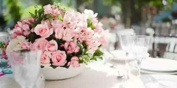 别具一格的时尚婚礼 用这样的桌花才能更美【5】