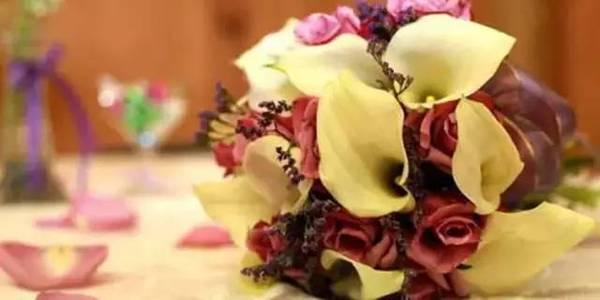 别具一格的时尚婚礼 用这样的桌花才能更美【3】