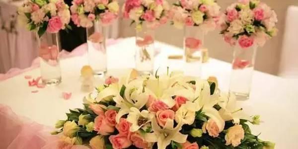 别具一格的时尚婚礼 用这样的桌花才能更美【6】