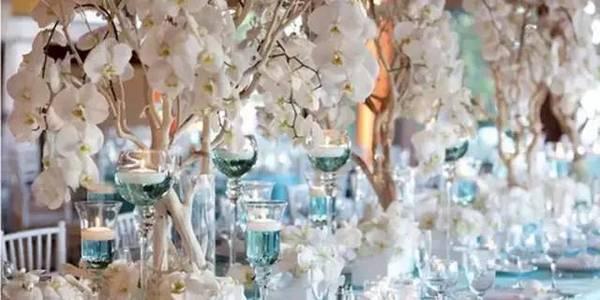 别具一格的时尚婚礼 用这样的桌花才能更美【10】