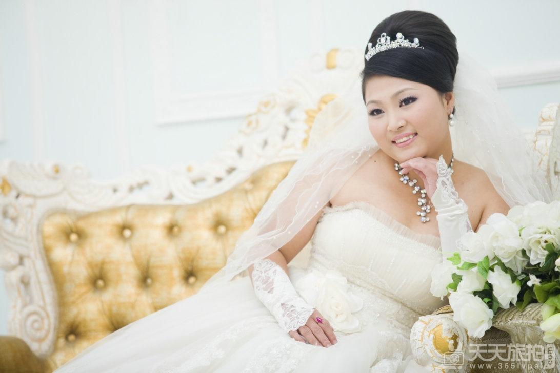 不同体形的微胖女挑选婚纱技巧