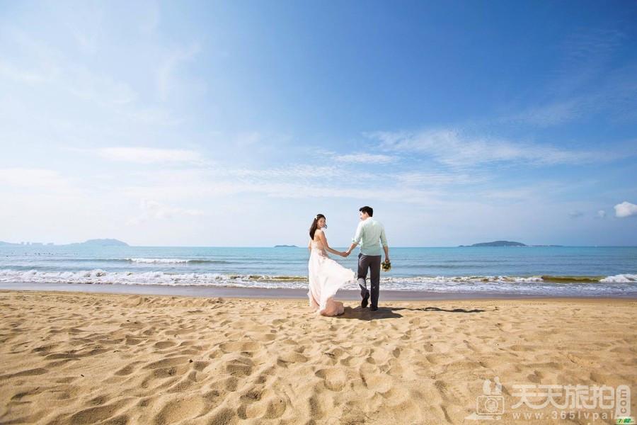 浪漫唯美的沙滩嬉戏 怎样拍好沙滩婚纱照