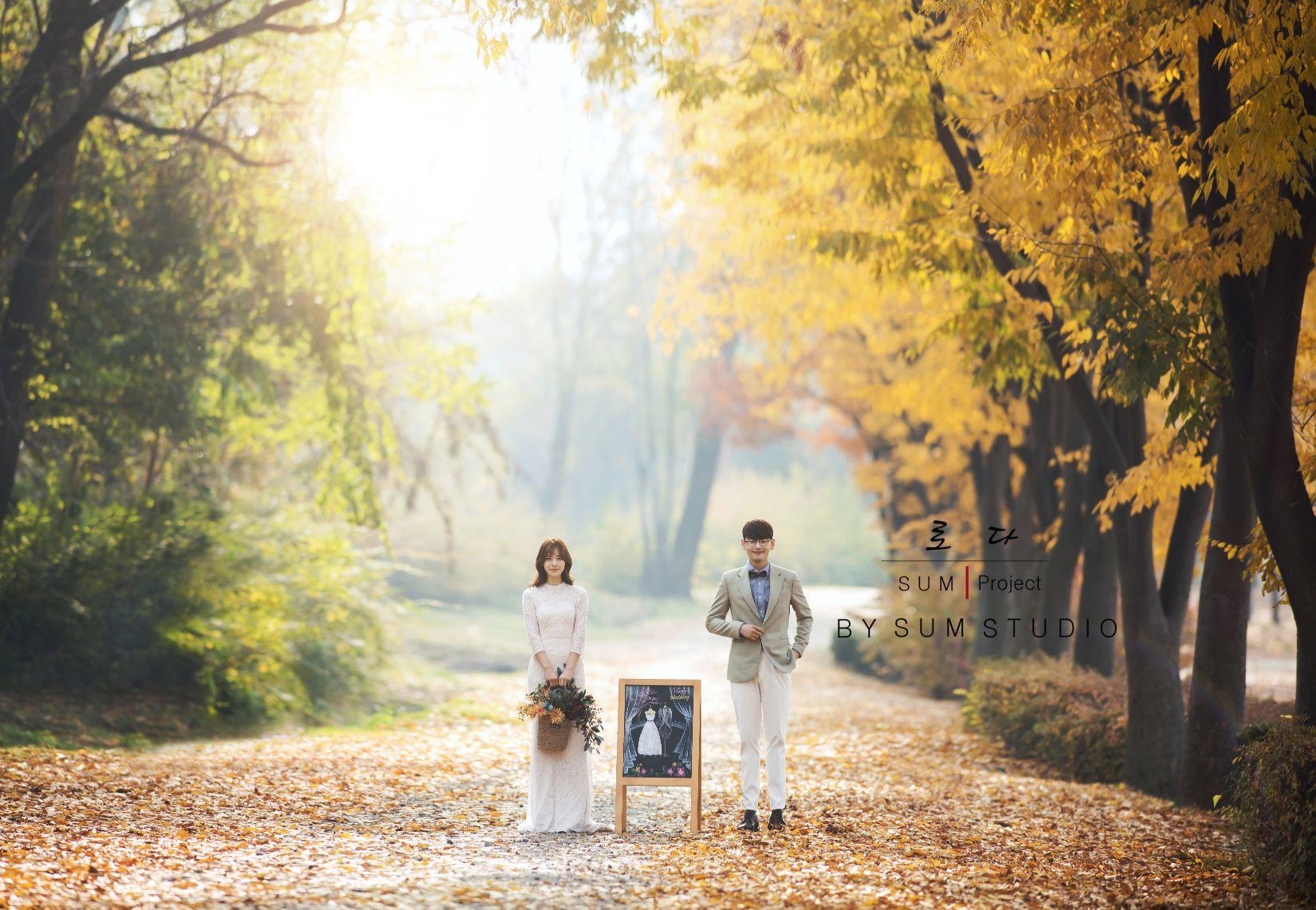 别浪费了秋季的绚烂景色 秋天婚纱照欣赏【6】