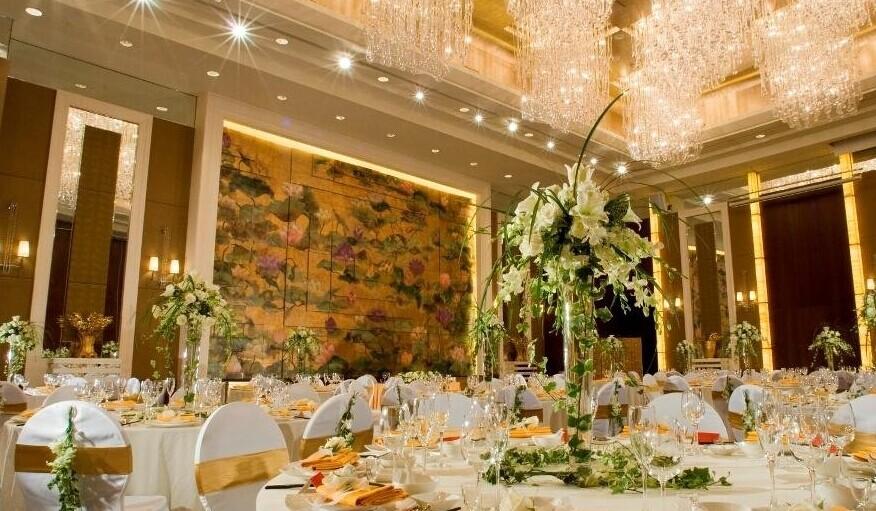婚礼现场布置多少钱 既实惠又浪漫的个性婚礼 天天旅拍